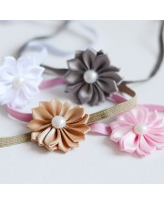 Cinta flor margarita con perla