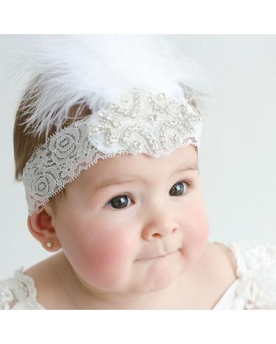 Tocado fiesta con encaje brillantes y plumas blancas