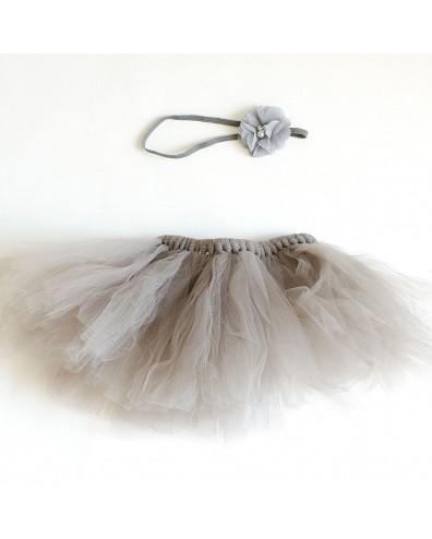 Falda de tul gris con cinta para el pelo