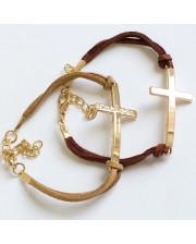 6 pulseras con cruz dorada grabada
