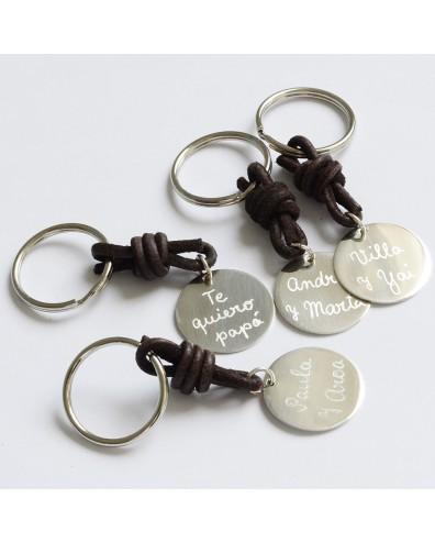 Llavero personalizado de plata grabado a mano