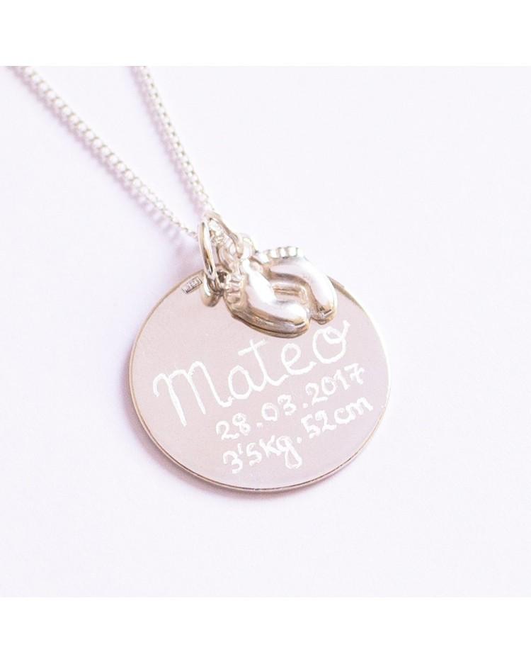 3083c9dac424 Collar plata con medalla de nacimiento personalizada