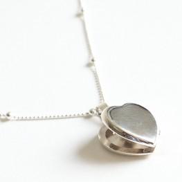 Collar de plata con corazón grabado