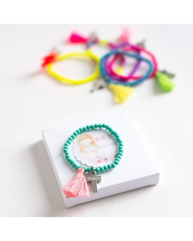 6 pulseras de colores con borlón y cruz grabada