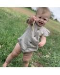 Ranita bebe gris con volantes