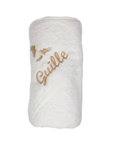 Capa de baño blanca con nombre bordado en beige