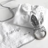 Cositas para bebé. Pincha sobre la imagen para más información. . #cosasdebebes #regalosbebe #primerapuesta #elreciennacido